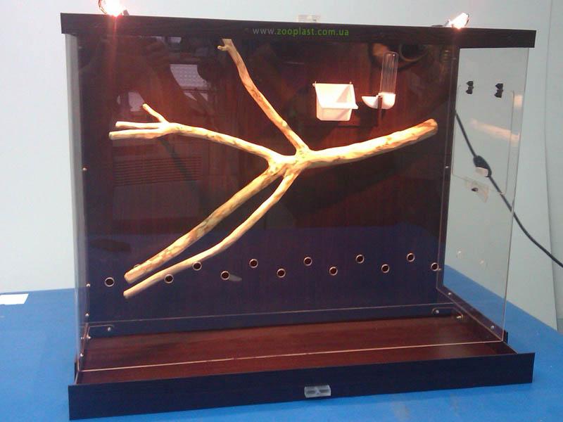 Вольер для птиц размером 60х90х35 см, выполненный из композита и стилизованный под дерево